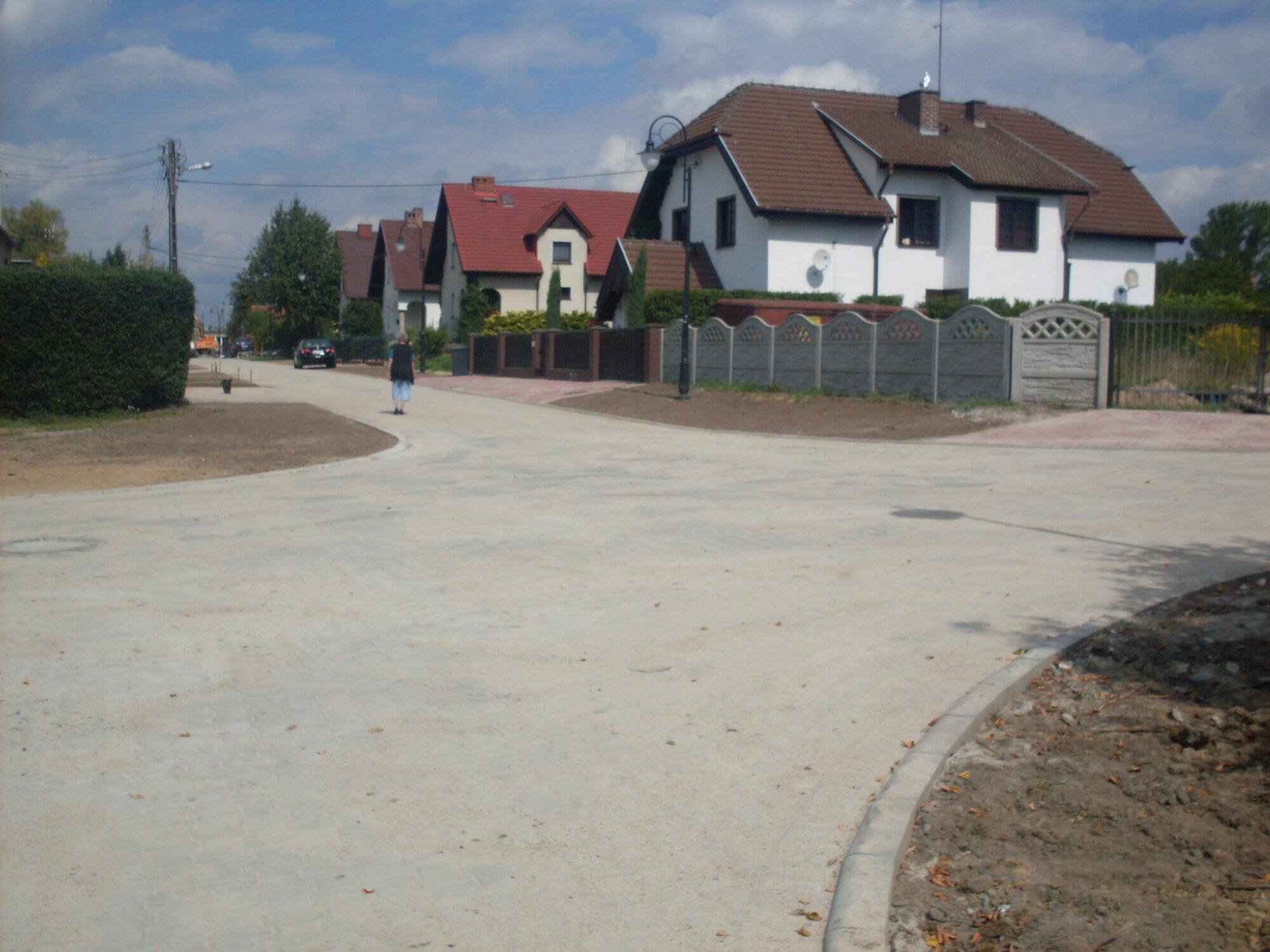 Droga przy ulicy Czereśniowej w Żarach