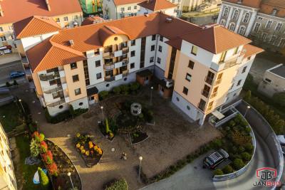 (Polski) Budynek mieszkalno – usługowy przy ulicy Pocztowej w Żarach