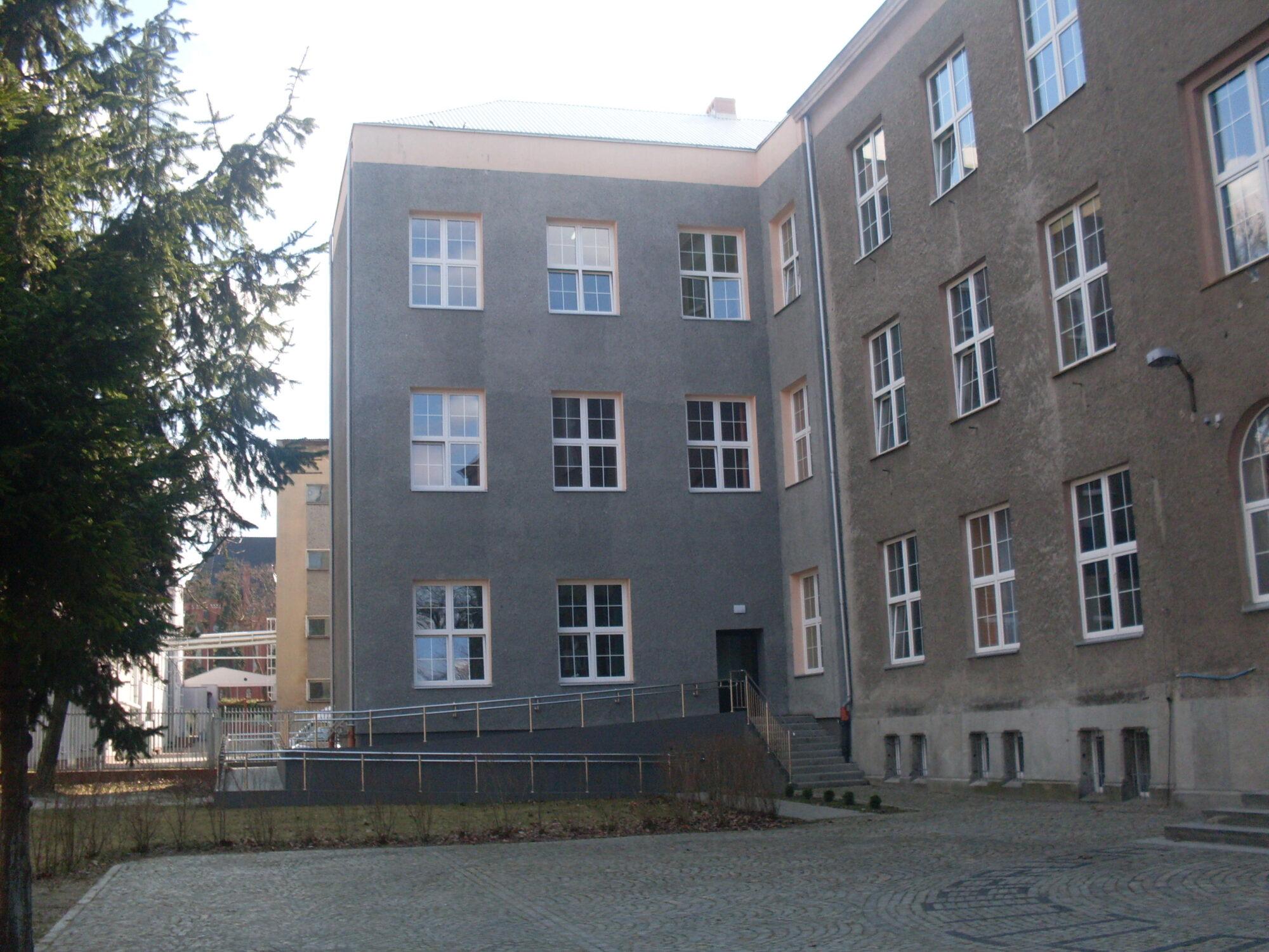 (Polski) Rozbudowa budynku szkoły ogólnokształcącej im. B. Prusa w Żarach